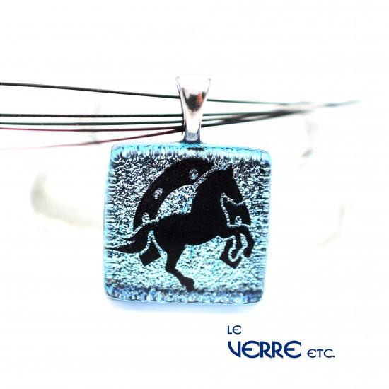 Pendentif en verre dichroïque ( cheval & fer à cheval )